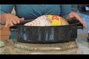 Cooking & Kitchen Tips : How to Use a Turkey Roasting Pan